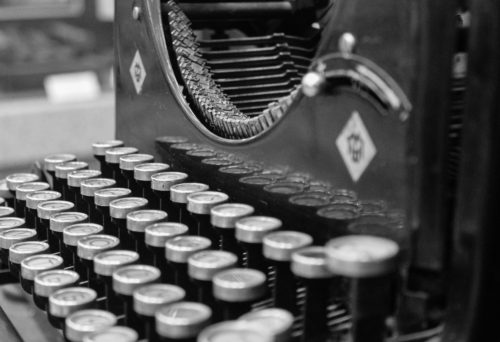2015-06-Life-of-Pix-free-stock-photos-typewriter-black-white-szolkin