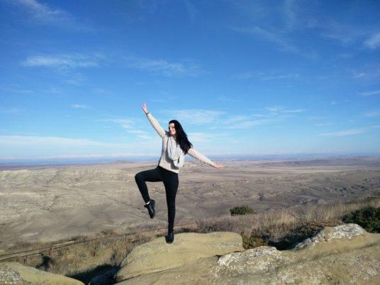 girl-dancing-cliff
